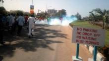Police attack protesting shiites with tear gas (2) (2)