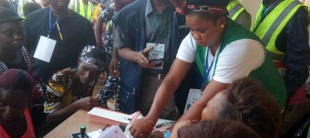 The situation of the card readers being explained to an INEC superior at Eri 1 004 Otuocha1
