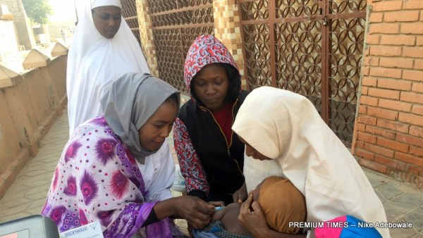Health workers vaccinating children against measles during the 2017 measles vaccination campaign in Kano state (Photo by Nike Adebowale)