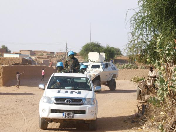 UN trucks carrying envoys