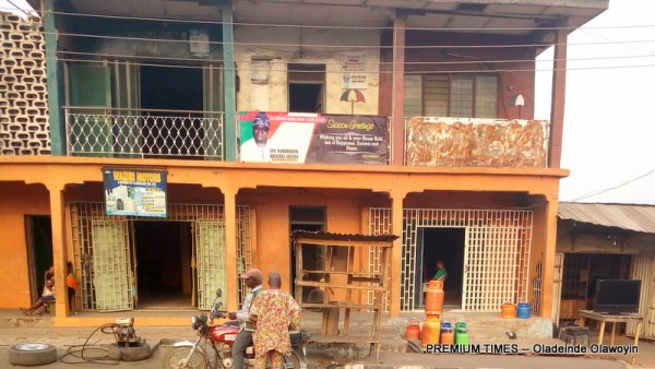 Kamoru Adedibu's campaign office, Molete (Photo taken by Oladeinde Olawoyin)