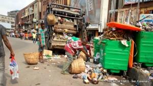 File photo of a local PSP operator evacuating the waste at Tinubu Square.