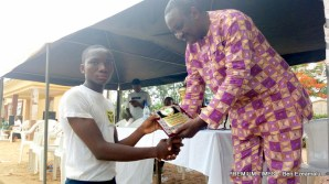Captain of Government College Afikpo receiving the third place plaque