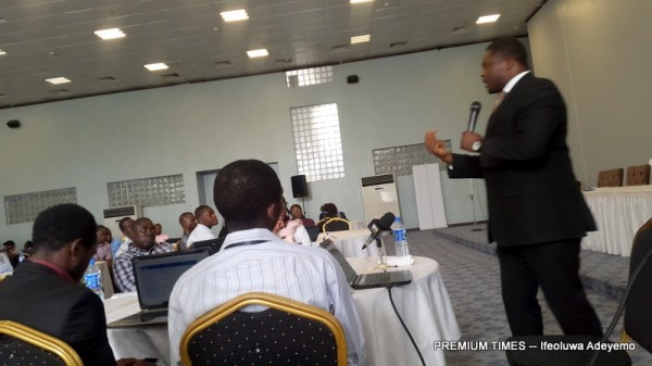 Hassan Abdul presenting a paper on Digital tools for journalists