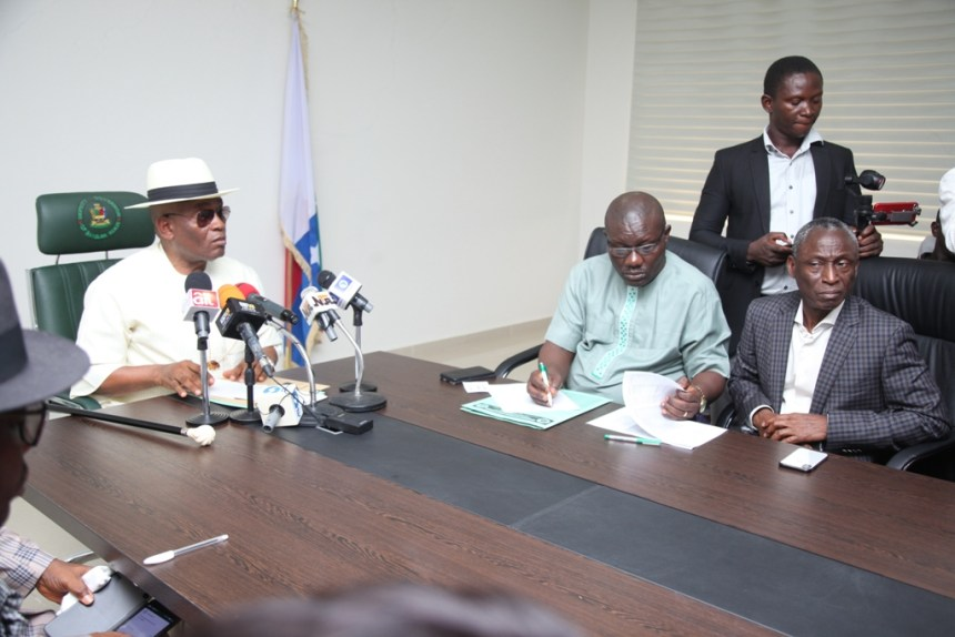 Deputy Governor of Bayelsa State, Rear Admiral Gboribiogha John Jonah retd, addressing members of the Press during the April, 2018 edition of the State monthly Transparency Press briefing at Government House, Yenagoa, while the Special Adviser to the Governor on Treasury, Revenue and Accounts, Mr. Timipre Seipulo (2nd right) and the Chief Economic Adviser to the Governor, Mr. Duate Iyabi (right) look on. Photo by Lucky Francis.