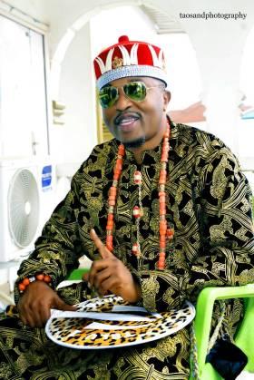 Oluwo of Iwo, AbdulRasheed Akanbi in Igbo attire.