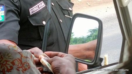 Nigeria Police taking bribe