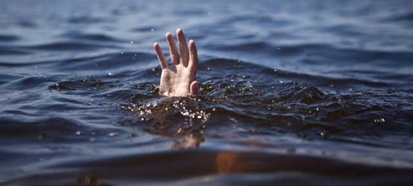 An image of someone drowning used to illustrate the story. [Photo credit: The Glitters Online]