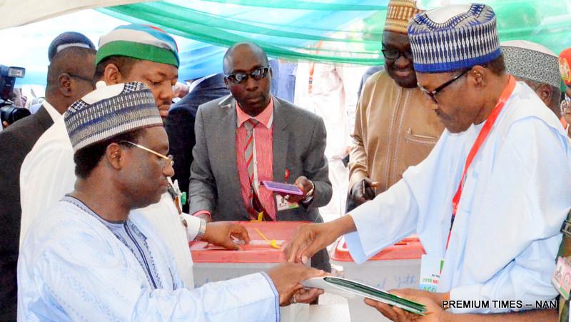 President Muhammadu Buhari (R), tomb-printing during the 2018 APC National Convention in Abuja on Saturday (23/6/18).03363/23/6/2018/Hogan Bassey/NAN