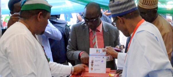 President Muhammadu Buhari (R), casting his vote during the 2018 APC National Convention in Abuja on Saturday (23/6/18).03364/23/6/2018/Hogan Bassey/NAN