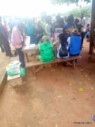 9:07am, Odo Emure III/Sabo Olokunrun, PU 1, Ward 3, there is an issue of voters overcrowding the Electoral officers as they've refused to maintain their position, the Polling officer has requested that the process be paused until a queue of 2 lines are formed. Meanwhile the policemen are trying to maintain orderliness.