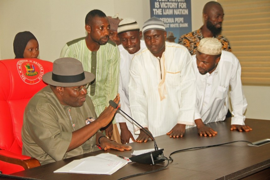 Bayelsa State Governor, Hon. Seriake Dickson (L), interacts with the President-General, Supreme Council for Islamic Affairs, Bayelsa State Chapter, Alhaji Yakubu Otobo (3rd R), and other members of the State Executive Council of the Organization, during a courtesy call, at the Government House, Yenagoa.