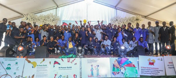 VP Osinbajo with N-Power Build beneficiaries at ANNAMCO Enugu [Photo: NAN]