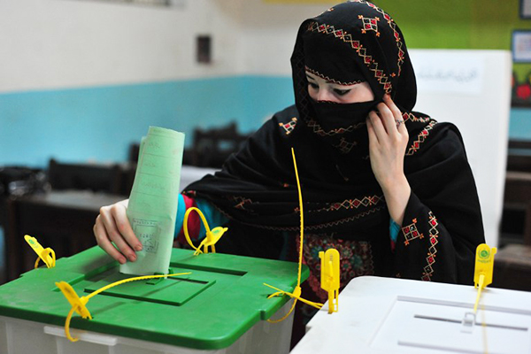 Pakistanis voting used to illustrate the story. [Photo credit: TechJuice]