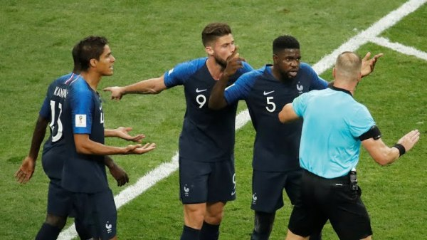 France players appeal for PENALTY ..