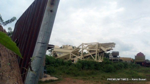 Machines and vehicles abandoned at the project site