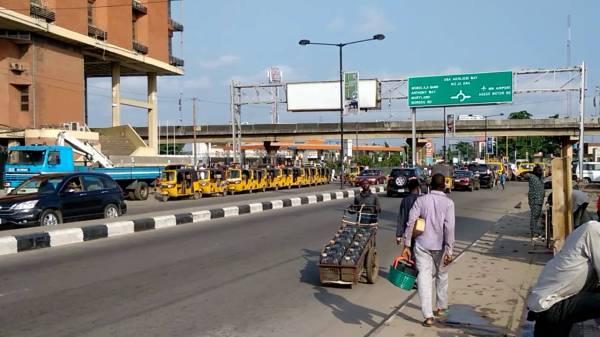Mai Ruwa with carts on a major high way. [PHOTO CREDIT: Youtube]