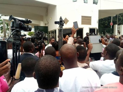 Protesters gathered at the entrance National Assembly during th DSS shutdown