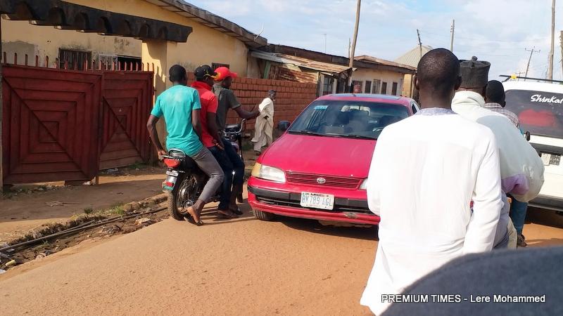Kwaru - Unguwar Yero residents defy curfew
