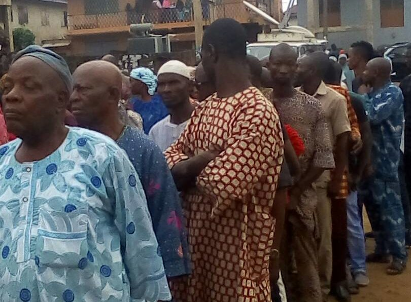 Voters standing in long cue at polling unit