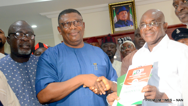 Former Senate President and PDP Presidential aspirant, David Mark (R), receiving PDP Presidential nomination form from the representative of National Chairman of the Party, Austin Akambodo, at the Party's Secretariat in Abuja on Tuesday (4/9/18).with them is the Publicity Secretary, Mr Kola Ologodiyan. 04780/4/9/2018/Albert Otu/JAU/NAN