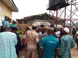 At 7:45 , RA 4polling unit 1, town hall, Presiding officer addresses the voters and party agents to comport themselves and maintain peace. He told them not to come in with phones.