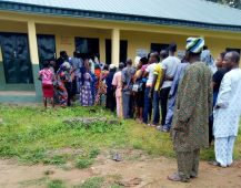 8:19am, PU 005, Ward 02, Ipetu-Ile, Baptist Primary School, Obokun LG, voters on the queue to vote.