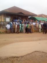 Ara/ward 3/ egbedore, there is controversy between police and party agent over helping the disable to vote. At the same station, unidentified party agent is soliciting for vote by calling voters privately to cast their vote to his party