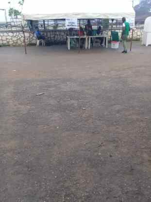 At 7:40am Ilode 1 ward 2 PU 3 enuwa palace ife east. P.O. ready for electorates while voters look out for their names