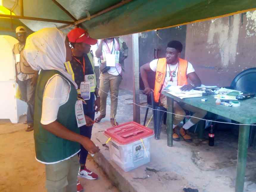 Voting process has ended and INEC Officials are about to count the votes at Ifon Orolu Local Government, Olufon Orolu D (Ward 4), Bolorunduro II (Polling Unit 6) as at 2:06PM