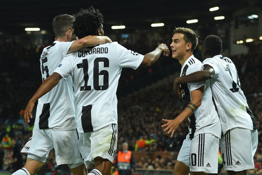 Juventus celebrates after scoring against Manchester United (Photo Credit: Sqwuaka on Twitter)