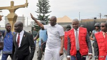 Former Governor of Ekiti State, Ayodele Fayose, after been granted bail at the Federal High Court in Lagos (24/10/018). 05230/24/10/2018/Olatunde Okoya/TA/NAN