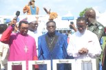 Delta State Governor, Senator Ifeanyi Okowa (right); Archbishop of Enugu Diocese, Most Rev. Emmanuel Chukwuma (left); State CAN Chairman, Apostle Dr. Silvanus Okorote (2nd left) and Chairman, CAN South-South, Archbishop Dr. God-do-well Avwomakpa, during the CAN Day Celebration, at Oleh Township Stadium, Delta State. PIX; JIBUNOR SAMUEL.
