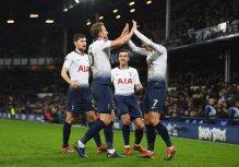 Harry Kane teammates celebrates after a goal