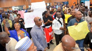 Staff members of the National Assembly during a protest against alleged nonpayment of their allowances, poor remuneration and non-implementation of CONLESS, a new salary structure approved since 2010 for them, at the National Assembly in Abuja on Monday (4/12/18). 06283/4/12/2018/Hogan Bassey/ICE/NAN