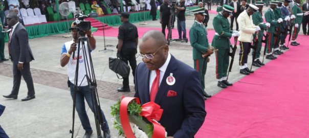 Governor Udom Emmanuel laying wreath in honour of fallen Nigerian soldiers during 2019 Armed Forces Remembrance Day