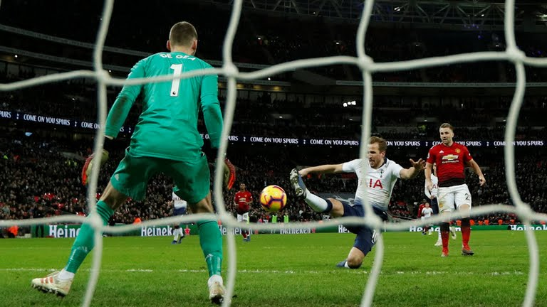 Tottenham's striker Harry Kane attempts a shot at goal saved by De Gea
