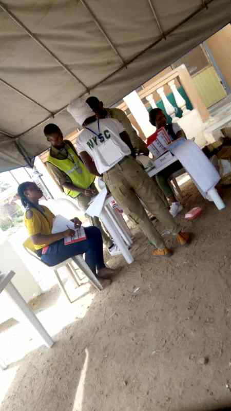 2:06pm: Ward 7, Unit 20, Obafemi Owode LG, Ogun Central Senatorial District, Ogun State. Voting has ended, INEC staff are seen cancelling the unused ballot papers, as they get themselves prepared for the vote counts.