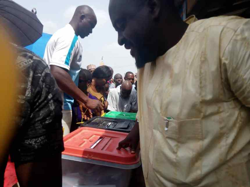 As at 2:18 in PU 007,Bagama A, Suleja , Niger State. Voting still on and the All Progressive Congress candidate , Abubakar Lado, who is seeking re-election to the house of representative is casting, after the electorate insisted he should go ahead and vote without joining the queue.