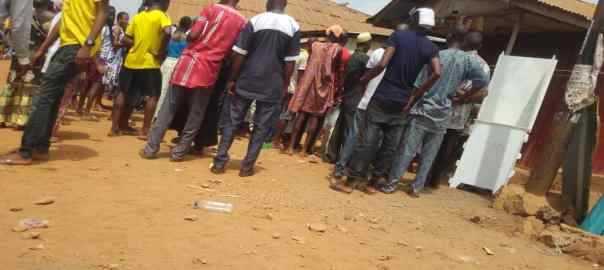 As at 12: 12pm in Ijadu1 ward 3 Pu002 ife east Modakeke, voting is currently ongoing. The news that fight ensued between parties is not true. I've visited the acclaimed PU and information revealed that nothing of such ever happened at the unit even it's soundings. Accreditation and Voting process is going smoothly. Two security personnel were present