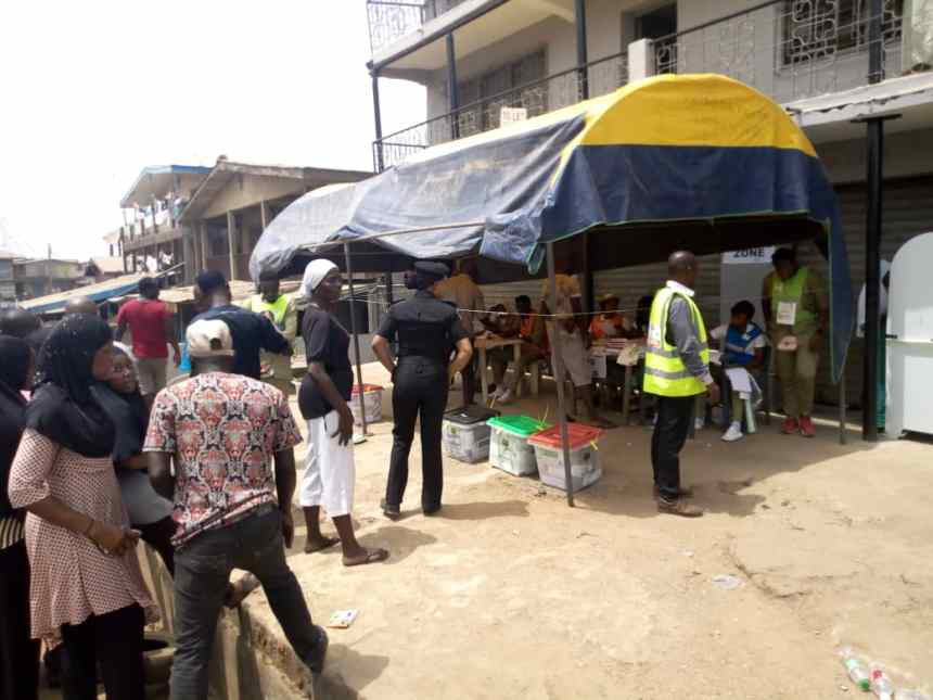 12:46pm: PU3, Ward 1, Osogbo, Osun Central Voting on going peacefully. The Presiding officer who spoke briefly with our observer, Ben- Osain said the voters have been complying. We however observe that there is only one female police officer manning the polling unit