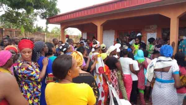 Voters on voting line