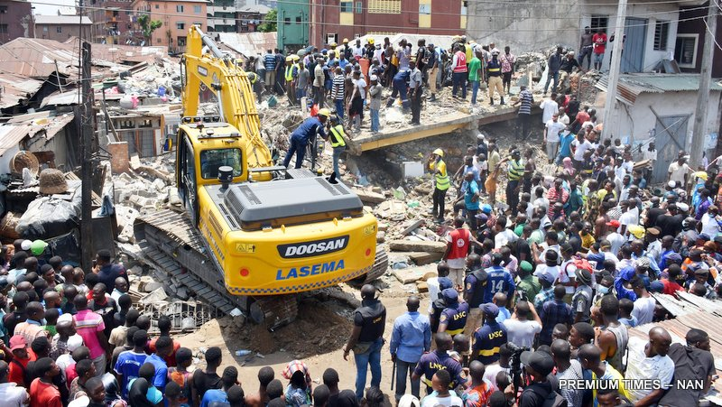 A rescue team search for more victims from the scene of a building, which collapsed at Itafaji on the Lagos Island on Wednesday (13/3/19). 02150/13/3/2019Kayode Oladapo/JAU/BJO/NAN