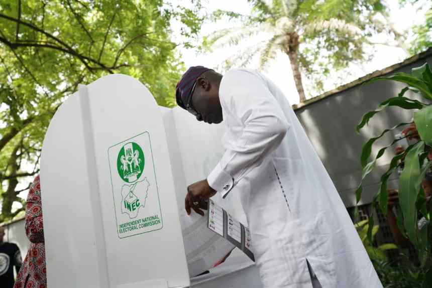 Babajide Sanwo-Olu casting his votes