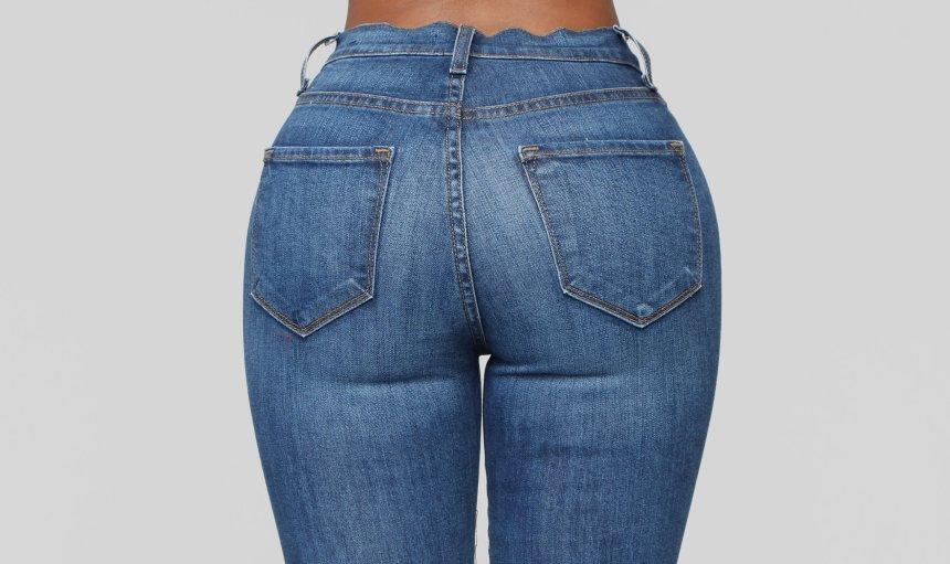 A lady wearing skinny jeans. [PHOTO CREDIT: Fashion Nova]