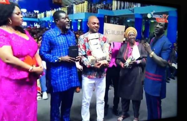 Jeremiah Fufeyin General Overseer Mercy Land Deliverance Ministry Warri donated the sum of three million naira to support Leo Mezie's Kidney transplant