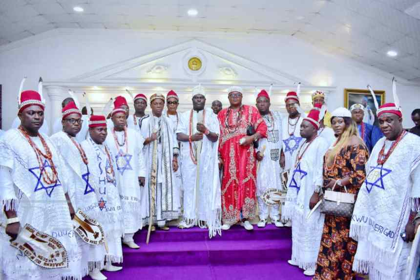 Ooni of Ife, Adeyeye Ogunwusi and historians