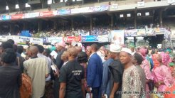 People jostling to enter the TBS Arena for the inauguration of Sanwo-Olu in Lagos, Nigeria.
