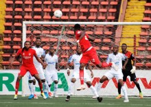 Issif Traore tries a long range effort with his head against Rivers United