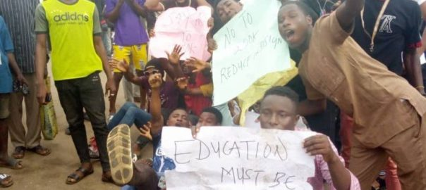 PROTESTING ONDO STUDENTS IN AKURE ON WEDNESDAY